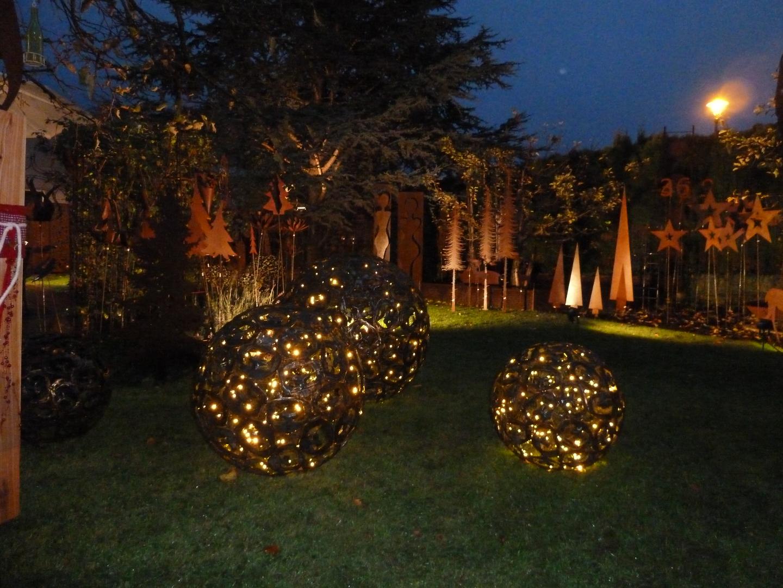 Kunstschmiede Weihnachtsbeleuchtung.Metallkugeln Metalldesign Weigl